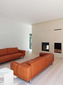 minimalistische Woonkamer door archifaktur