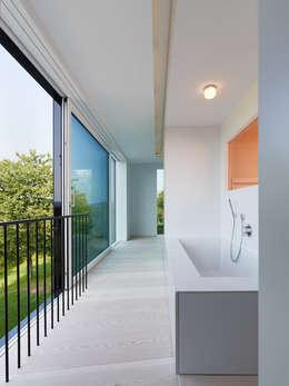 archifaktur: minimal tarz tarz Banyo