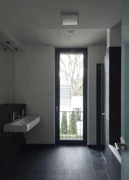 Baños de estilo moderno por SHSP Architekten Generalplanungsgesellschaft mbH