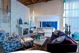 Salas / recibidores de estilo mediterraneo por Lais Albergaria Designer Associados