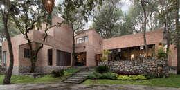 Casas de estilo moderno por MO+G Taller de Arquitectura