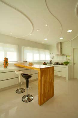 Cocinas de estilo moderno por Arquiteto Aquiles Nícolas Kílaris
