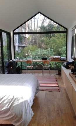 CASA FOTOMÁTICA: Dormitorios de estilo moderno por ESTUDIO MYGA