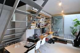 moderne Studeerkamer/kantoor door 岡村泰之建築設計事務所