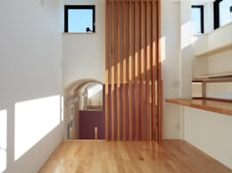 子供部屋上段(勉強部屋): 守山登建築研究所が手掛けた子供部屋です。