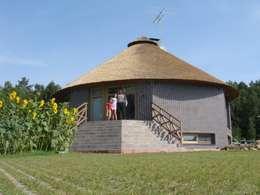 Rumah by Архитектурное бюро и дизайн студия 'Линия 8'