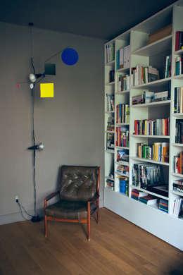house#01 soggiorno: Soggiorno in stile in stile Scandinavo di andrea rubini architetto