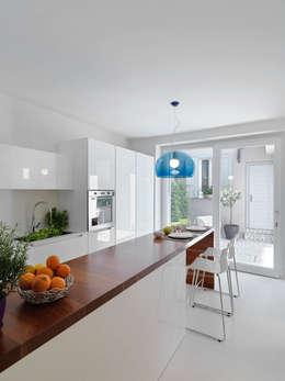 Cocinas de estilo minimalista por STUDIO DI ARCHITETTURA LUISELLA PREMOLI