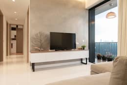 minimalistic Living room by Eightytwo Pte Ltd