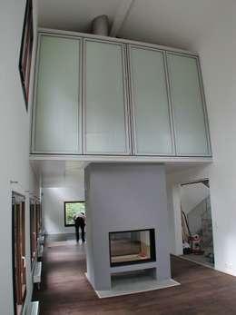 Transformation d'une ferme avicole en logement: Salon de style de style Moderne par [GAA] GUENIN Atelier d'Architectures SA