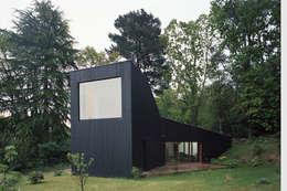 Projekty, minimalistyczne Domy zaprojektowane przez RAUM