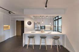Cozinhas modernas por Eightytwo Pte Ltd