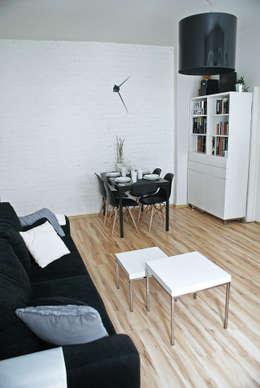 MIESZKANIE W KAMIENICY W CENTRUM SZCZECINA: styl , w kategorii Salon zaprojektowany przez studio projektowe KODA design Dawid Kotuła