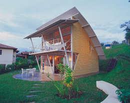 Case in stile in stile Moderno di JOAO DINIZ ARQUITETURA