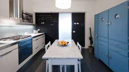 Cocinas de estilo moderno por Archifacturing