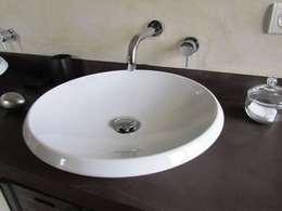 LE BETON CIRE DANS LA SALLE DE BAIN: Salle de bain de style de style Moderne par CATHERINE PENDANX