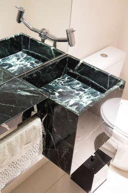 Lavabo: Banheiros ecléticos por ArkDek