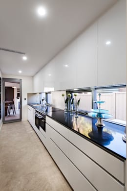 Moda Interiors: modern tarz Mutfak