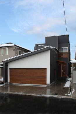 Rumah by 株式会社 アトリエ創一級建築士事務所