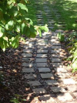 Path: modern Garden by Fenton Roberts Garden Design