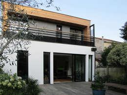 Façade sur jardin: Maisons de style de style Moderne par EIRL Hugues DRAPEAU Architecte