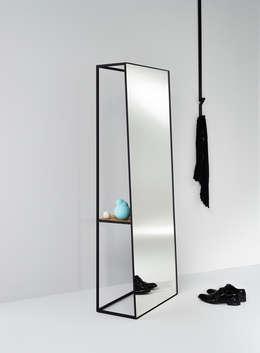 CHASSIS XL: minimalistische Badkamer door Deknudt Mirrors