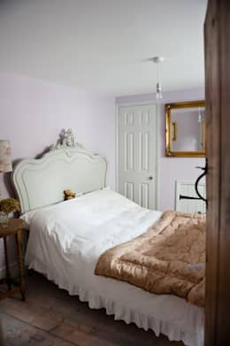Camera da letto in stile In stile Country di Simone Barker Interiors