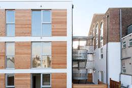 Casas industriais por Granit Architects
