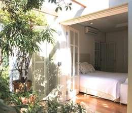 Varanda e Dorm Casal: Quartos  por Ornella Lenci Arquitetura