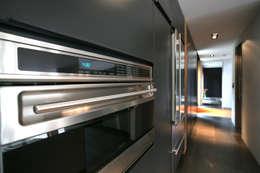 ห้องครัว by Nicolas Tye Architects