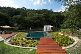 minimalistic Pool by Coletivo de Arquitetos