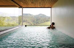 Spa de estilo minimalista por Coletivo de Arquitetos