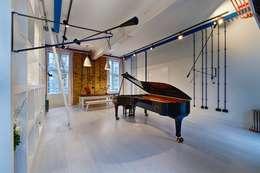 Salas de estilo moderno por Adventure In Architecture
