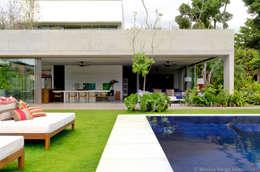 Projekty, nowoczesne Domy zaprojektowane przez Marilia Veiga Interiores