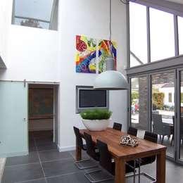 nieuwe leefkeuken: moderne Eetkamer door EIKplan architecten BNA