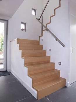 nieuwe trap:  Gang en hal door EIKplan architecten BNA