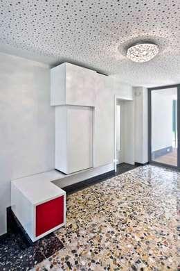 modern Corridor, hallway & stairs by puschmann architektur