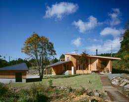 modern Houses by 森吉直剛アトリエ/MORIYOSHI NAOTAKE ATELIER ARCHITECTS