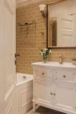 Квартира на Б.Ордынке: Ванные комнаты в . Автор – COUTURE INTERIORS