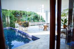 modern Pool by Mascarenhas Arquitetos Associados
