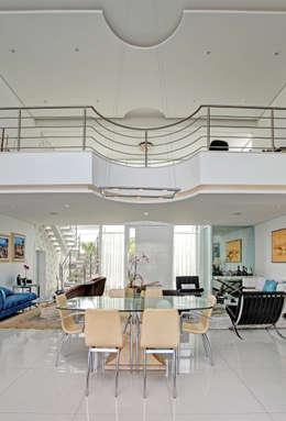 RESIDÊNCIA GF: Salas de jantar modernas por Le Araujo Arquitetura