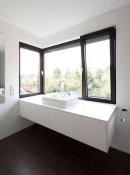 moderne Badkamer door Andreas  Heupel Architekten BDA