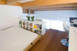 Interno Milanese: Casa M.: Camera da letto in stile in stile Mediterraneo di Studio Archipass