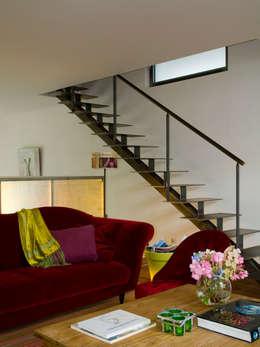 Livings de estilo moderno por Violaine Trolonge