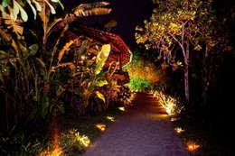 Casa noturna Privilège Angra dos Reis: Jardins modernos por Mascarenhas Arquitetos Associados
