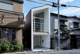 Casas de estilo ecléctico por another APARTMENT LTD. / アナザーアパートメント