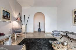 Il soggiorno :  in stile  di FOSCA de LUCA Home Stager & Redesigner