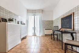 La cucina:  in stile  di FOSCA de LUCA Home Stager & Redesigner