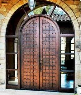 Puertas: Puertas y ventanas de estilo rústico por Gama Elite