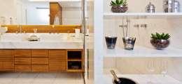 Campo Belo | Residenciais: Banheiros clássicos por SESSO & DALANEZI